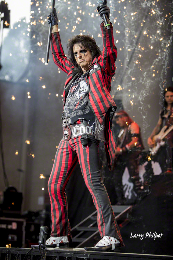 alice cooper in indianapolis photo gallery onstage. Black Bedroom Furniture Sets. Home Design Ideas